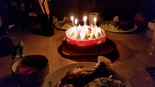 オジサンだってクリスマスケーキは楽しみです。